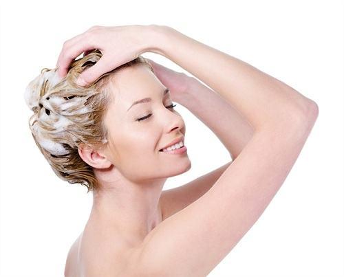 Chọn dầu gội dành cho tóc nhuộm loại nào tốt 2