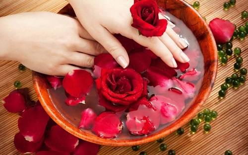 Nước hoa hồng nào tốt cho da mụn da nhờn