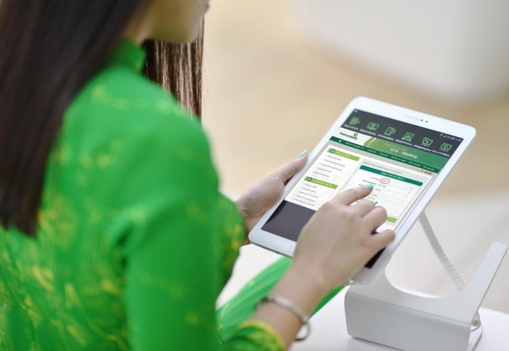 Phí dịch vụ chuyển tiền bao nhiêu? Cách chuyển khoản qua Vietcombank