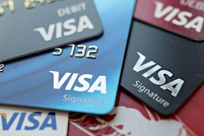 Thẻ Visa có rút được tiền không?