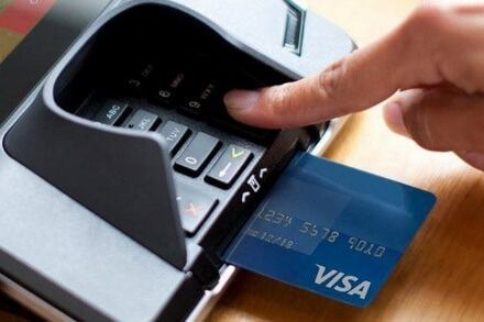 Thể Visa có rút tiền và nên rút tiền không?